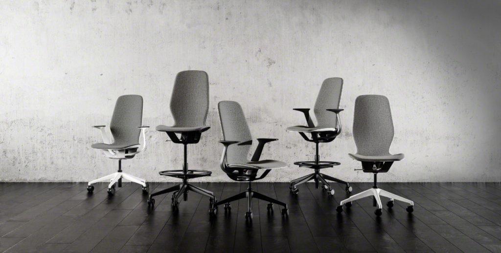 udobna kancelarijska stolica